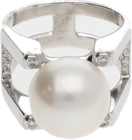 Sortija Oro Blanco , perla cultivada 13 mm. y Diamantes talla brillante . 14,60 g